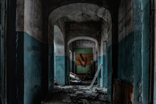 Dark And Creepy Corridor Of Ol...