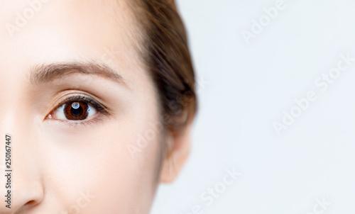 Obraz 女性の目 - fototapety do salonu