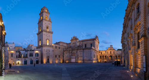 Foto op Plexiglas Oude gebouw Panorama of Piazza del Duomo square , Campanile tower and Virgin Mary Cathedral ( Basilica di Santa Maria Assunta in Cielo ) , Caritas Diocesana in Lecce - Puglia, Italy. Baroque city of Apulia night