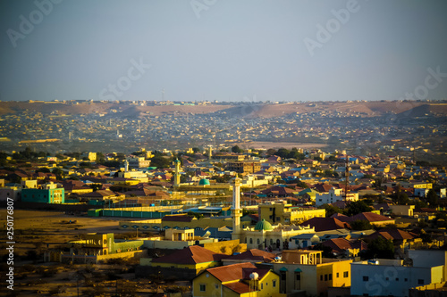 Cadres-photo bureau Vieux rose Aerial view to Hargeisa, biggest city of Somaliland, Somalia