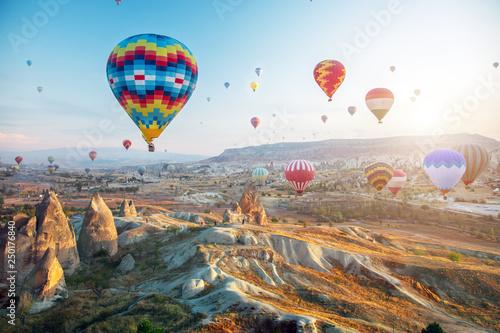 Poster Montgolfière / Dirigeable Hot air balloon flying over Cappadocia, Turkey