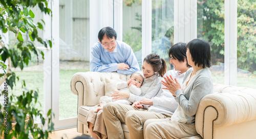 Photo  3世代家族 家族団らん