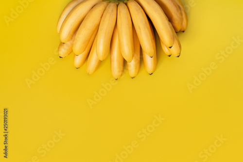 Obraz na plátně Bright yellow background with bunch of bananas