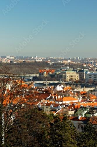 Fotografie, Obraz  Blick über Prag an einem warmen Wintertag