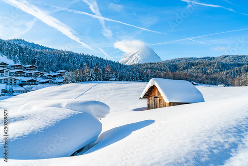 Montage in der Fensternische Blau Winter landscape with with snow covered Alps in Seefeld in the Austrian state of Tyrol. Winter in Austria