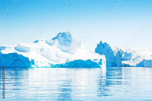 Foto auf Gartenposter Nordlicht Big iceberg in Ilulissat icefjord, Greenland