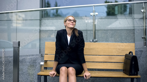 Fotografia  Attractive business lady resting on bench, admiring morning before stressful job