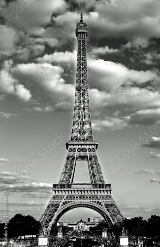 Fotobehang Eiffeltoren eiffel tower in Paris with Black and White effect and the white