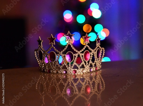 Fotografia  Crown on the table