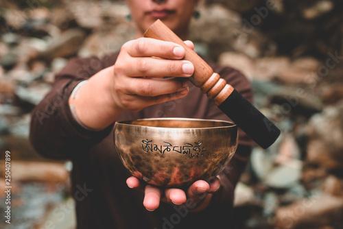 Stampa su Tela woman holding and playing a singing bowl tibetan bowl