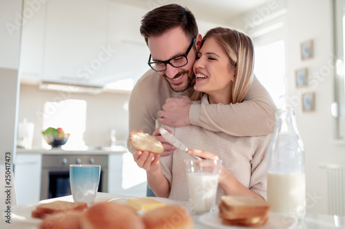 Obraz na płótnie Young couple having breakfast