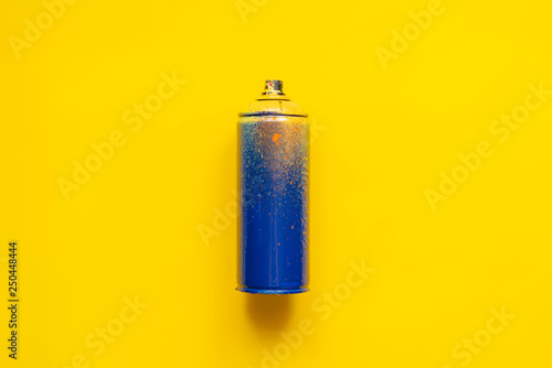 graffiti spray can isolated b Wallpaper Mural