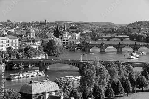Photo  Scenic view on Vltava rive, Charles bridge and historical center of Prague, buil