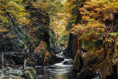 Photo  Fairy Glen Gorge Waterfall at Autumn in North Wales, UK