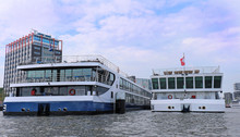 Large Cruise Ships In Amstel R...