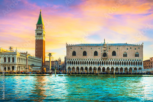 Fotografiet Venice landmark at dawn, Piazza San Marco with Campanile and Doge Palace
