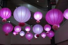 Nouvel An Chinois  Lanternes Roses Et Mauves