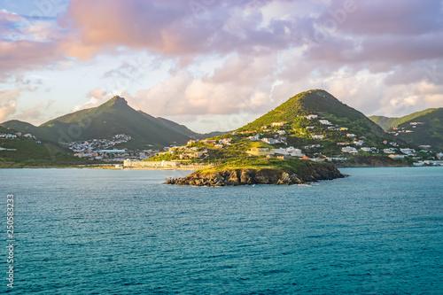 Foto auf AluDibond Blau türkis Philipsburg, St Maarten. Sea and mountain landscape at sunset.