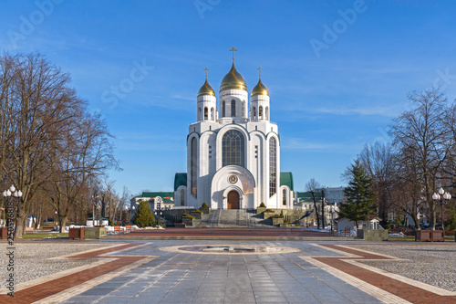 Cuadros en Lienzo  Cityscape with Christ the Savior Cathedral on Victory Square in the city of Kaliningrad (Koenigsberg), Russia