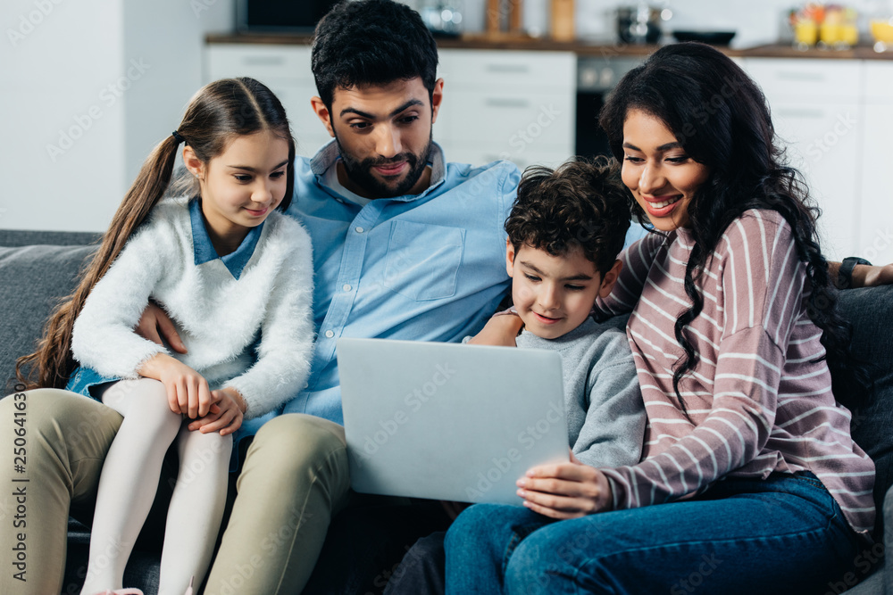 Fototapety, obrazy: happy hispanic family looking at laptop at home