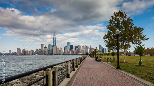 Stampa su Tela A view of Lower Manhattan from Liberty State Park
