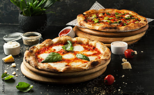 Photo sur Aluminium Pizzeria Delicious pizza with mozzarella on a wooden board