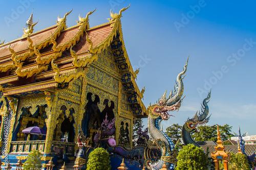 Foto  Beautiful public Buddhist church at Wat Rong Sua Ten in Chiang Rai, Thailand