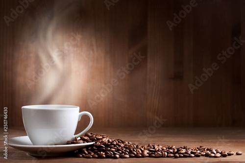 Foto op Plexiglas koffiebar warm cup of coffee on brown background