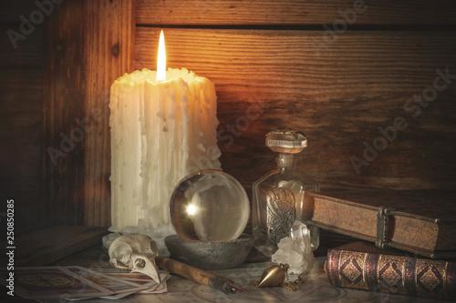Fototapeta Magische Werkzeuge  auf einem Holztisch