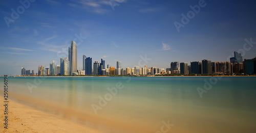 Spoed Foto op Canvas Abu Dhabi Abu Dhabi city skyline