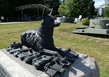 """Monument """"Front Dog"""" On Poklonnaya Hill In Moscow"""