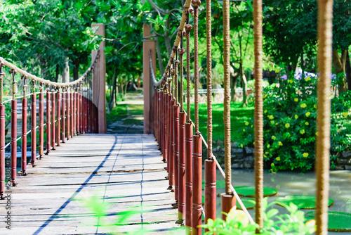 Fotografía  suspension wooden bridge
