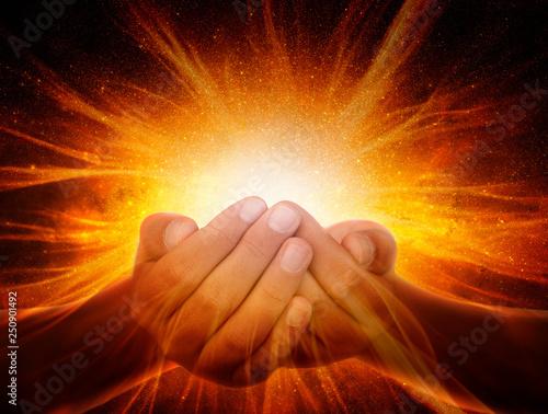 Obraz Hands in the universe - fototapety do salonu