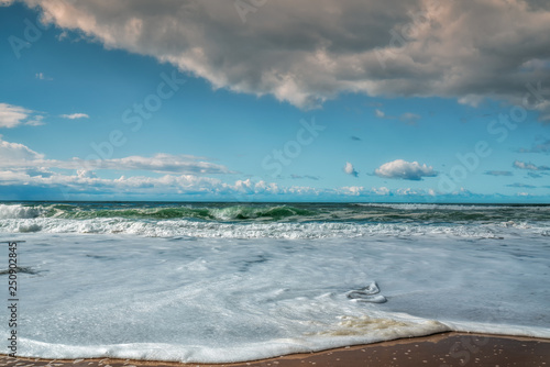 Photo  Tropical sea and cloudy blue sky
