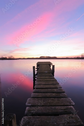 Spoed Foto op Canvas Aubergine lakeside view with wooden jetty and pastel sky