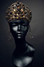 Mannequin Head In Creative Met...