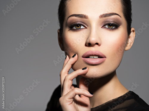 Photo  Face of a beautiful girl with fashion makeup and black nails