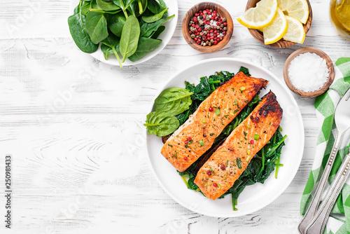 Fotografija Salmon fillet with spinach .