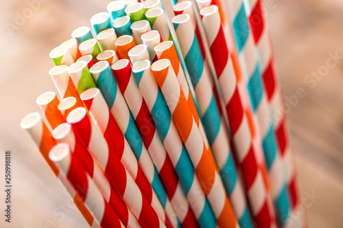 Fotografía  Eco friendly stripped paper straws in a glass, closeup