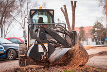 Working Mobile Machine For Cutting Wood Tree Stump, Tree Stump Removal