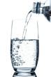 canvas print picture - Glas mit Mineralwasser Flasche eingießen mit Luftblasen