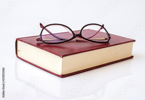 Fotografía Stylish glasses for women with monofocal lenses and book
