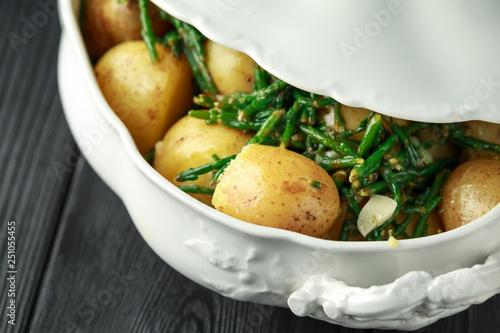Fototapeta Boiled new potato with fresh samphire and garlic obraz