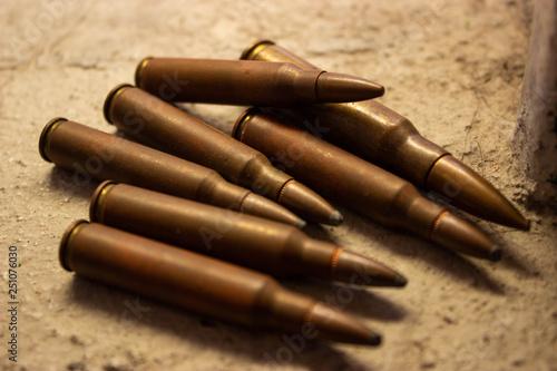 balas en el suelo Fototapete
