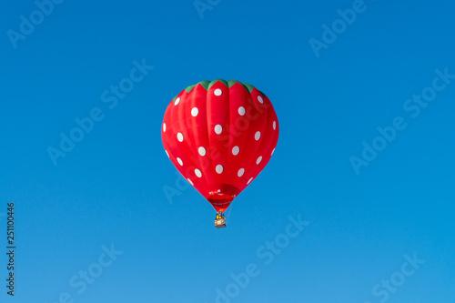 Photo  気球と快晴な青空