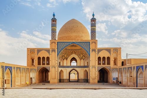 Carta da parati View of Agha Bozorg Mosque in Kashan, Iran