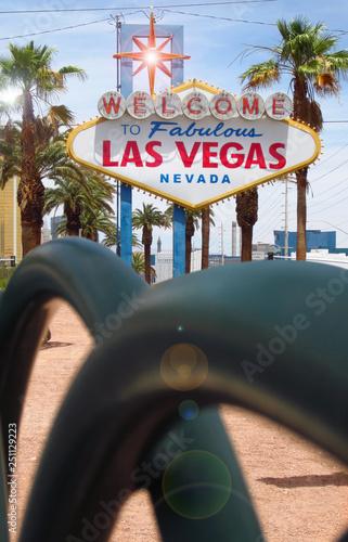 Tuinposter Las Vegas Las Vegas Sign - Welcome To Fabulous Las Vegas - Nevada