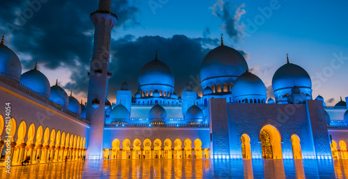 Foto auf Leinwand Abu Dhabi Sheikh Zayed Grand Mosque in Abu Dhabi, United Arab Emirates