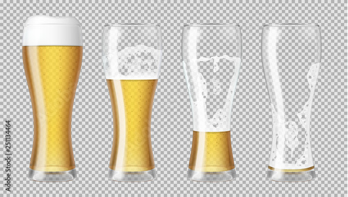 Photo  Tall realistic glasses with lager beer and foam