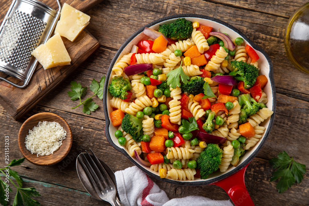Fototapety, obrazy: pasta with vegetables ( bell pepper, green peas, broccoli, pumpkin and corn) on pan